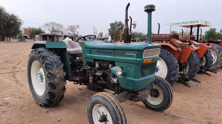 Green Tractor N_H 480 Model 2008